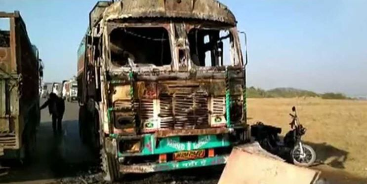 Maoists torch 13 vehicles in Palamau district at Jharkhand ...