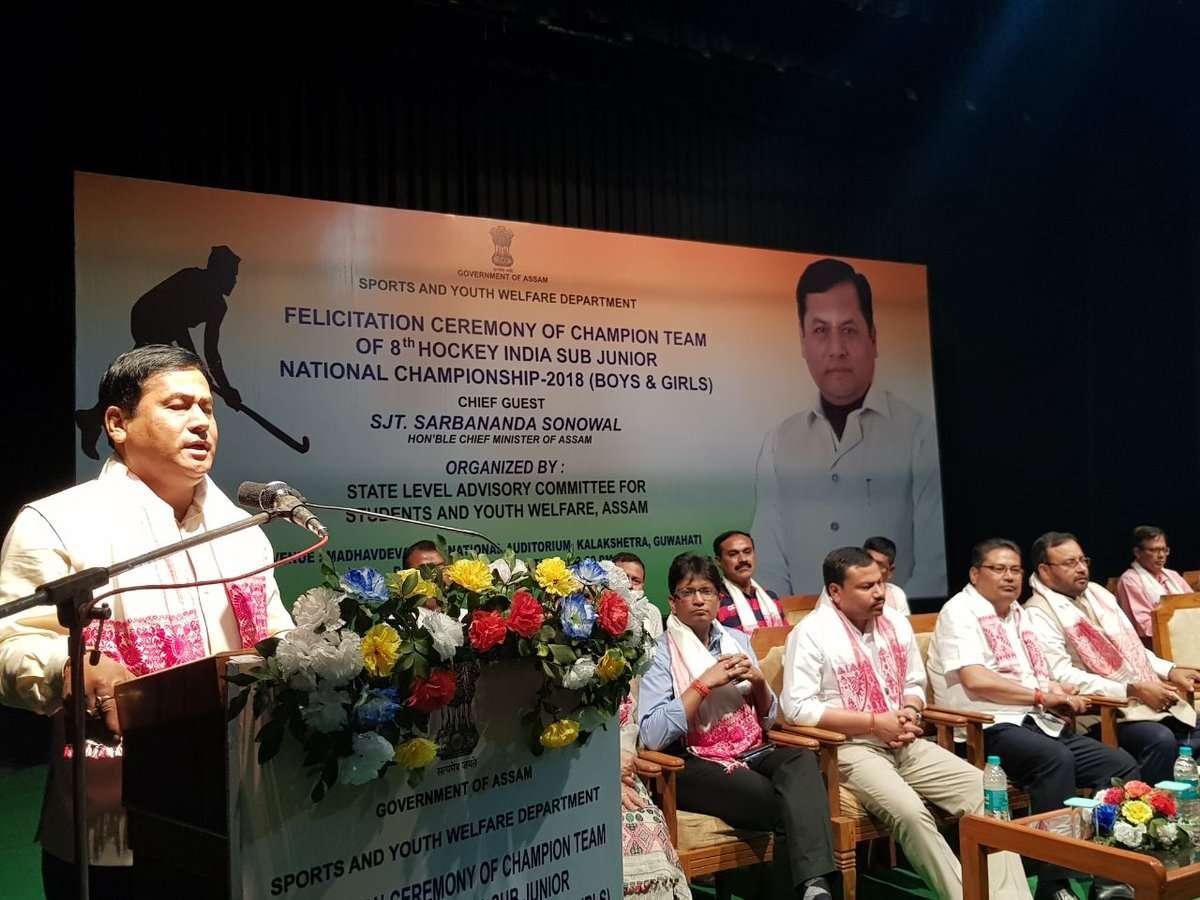 CM presents Cheque to Mashi Saharia