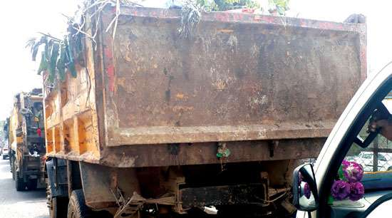 Garbage carriers leave  trails of spillage behind!