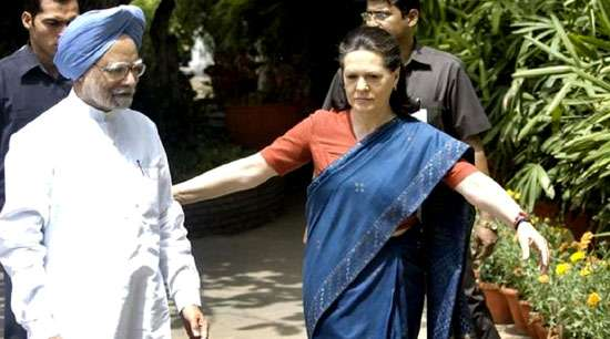 Congress names Sonia, Manmohan, others as campaigners