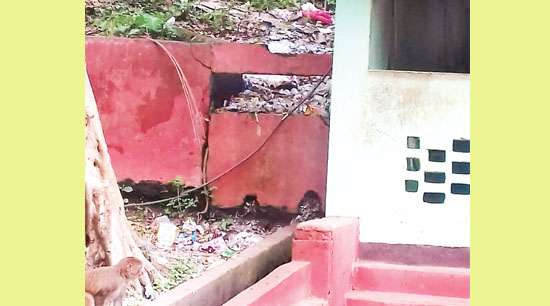 Litterbugs tarnish sanctity of Bashistha temple