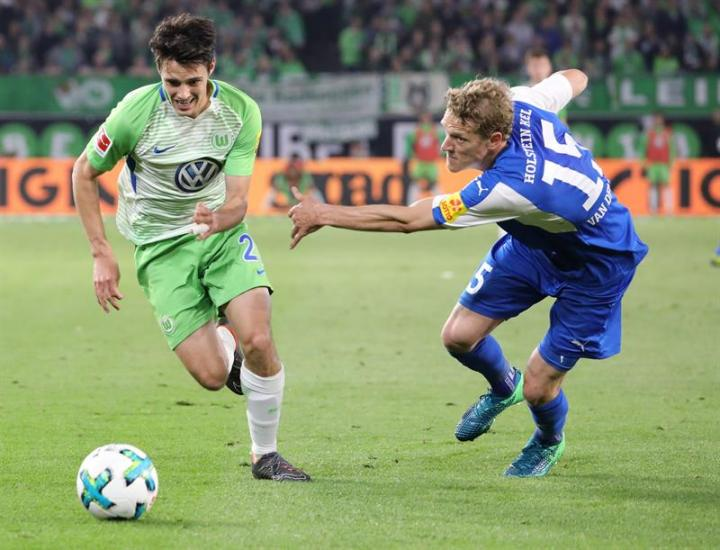 Wolfsburg take first step to stay in Bundesliga
