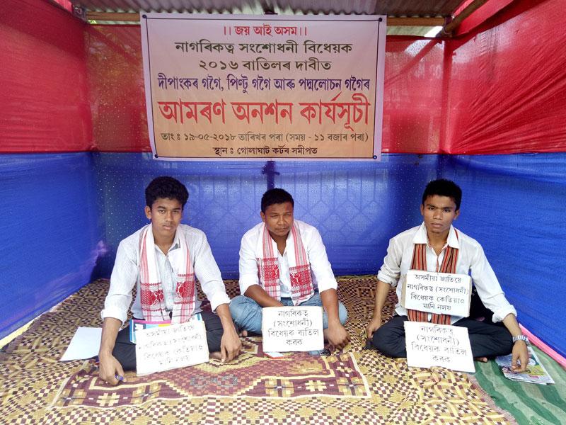 Three youths continue fast-unto-death