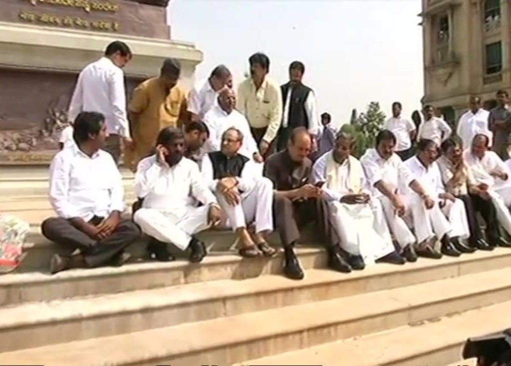 Congress holds protest against BS Yeddyurappa