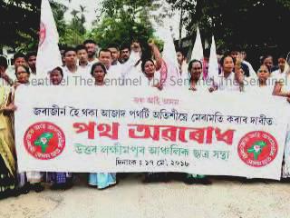 AASU blocks road in Lakhimpur