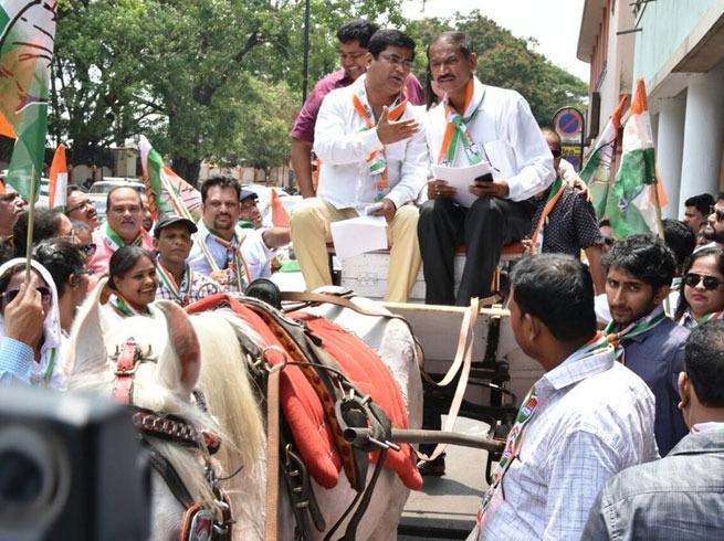 Goa Congress  leader drives tonga