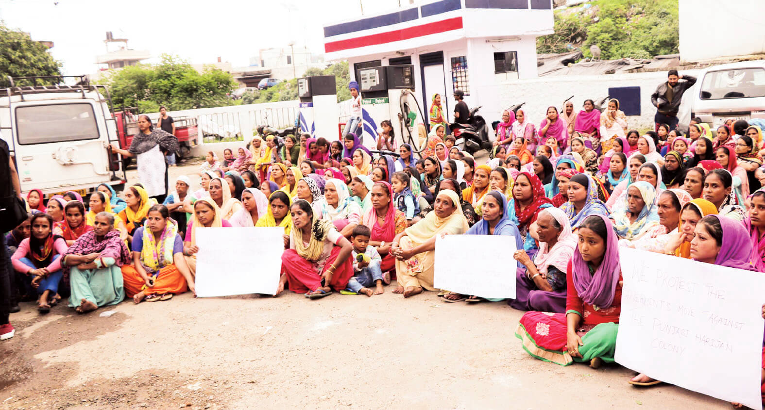 Land survey at Sweepers Colony, women stage protest