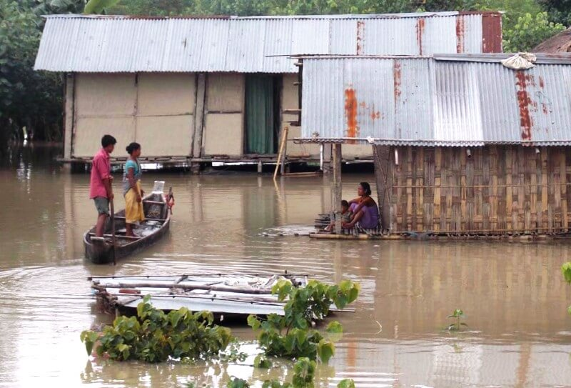 Ronghang visits flood-hit areas