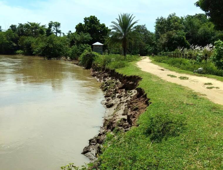 Expert team supervises embankment repair work