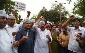Kejriwal continues sit-in protest, accuses BJP