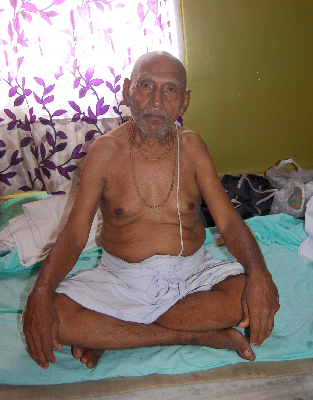 122-year-old Sadhu thrills devotees