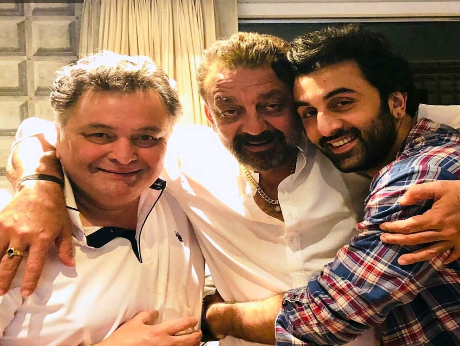 Prior to 'Sanju' Release Sanjay Dutt Pay a Visit to the Kapoors