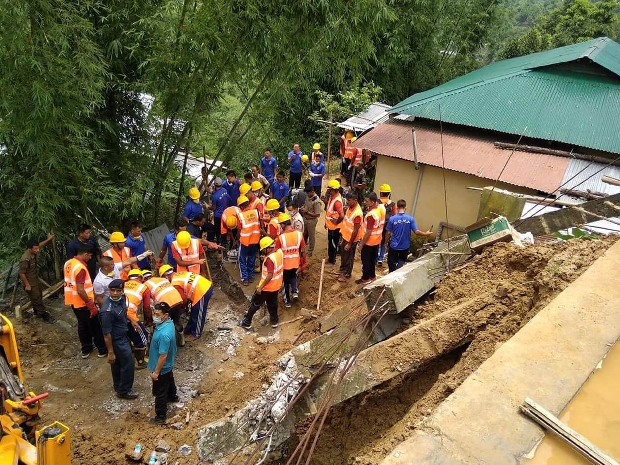 Wall collapses, labourers buried alive