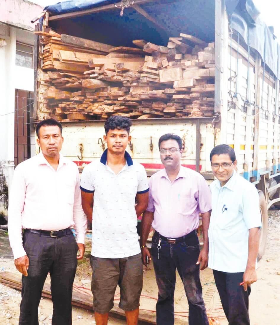 Saal wood loaded truck seized