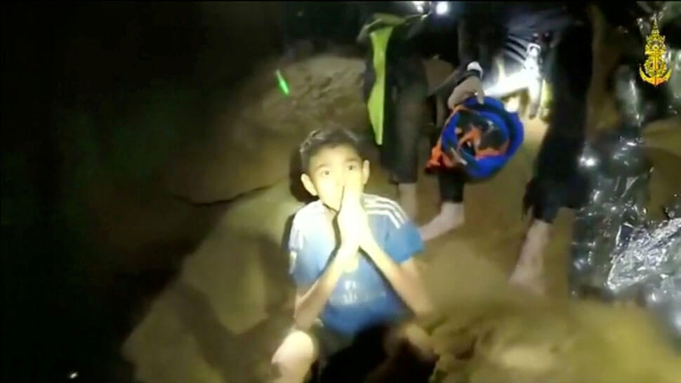 Soldiers to stay with Thai children trapped in cave