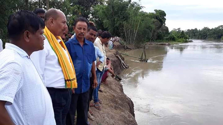 MLA  Prodip Hazarika inspects erosion-hit Ragubari embankment