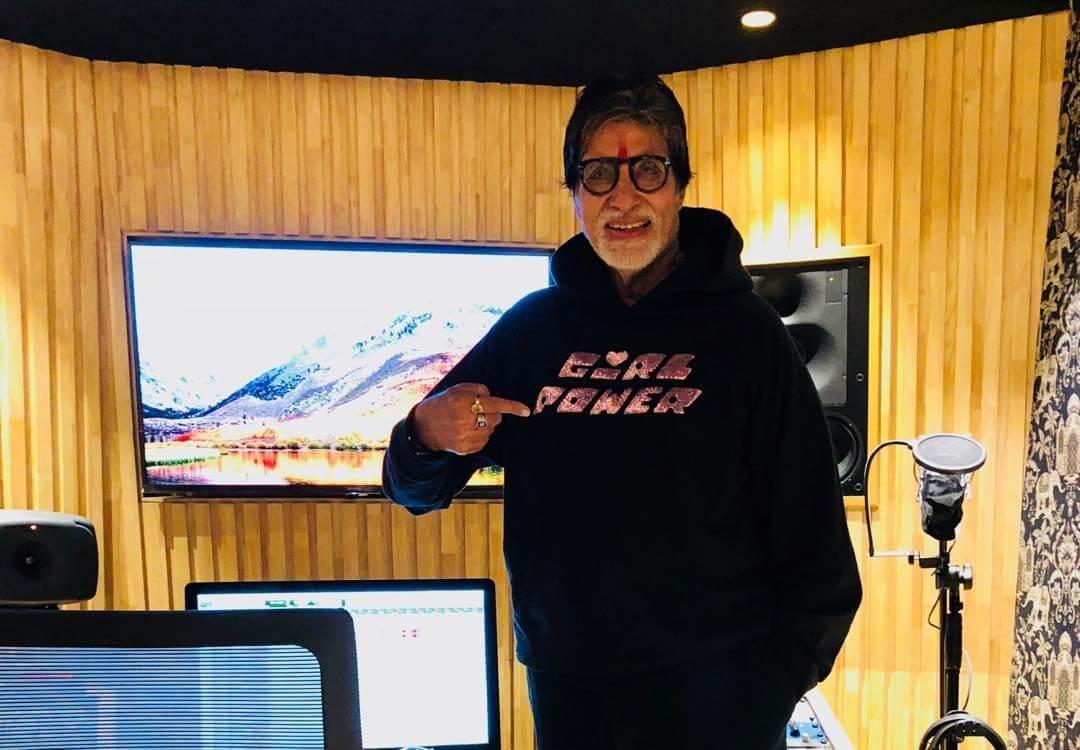 Amitabh Bachchan flaunts Hoodie Designed by Daughter Shweta Bachchan