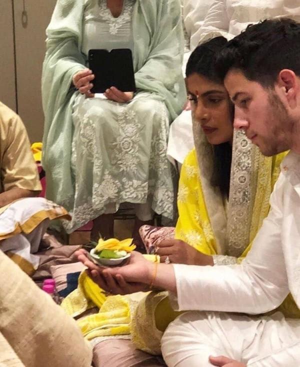 Priyanka, Nick 'Seal Relationship' with Roka Ceremony
