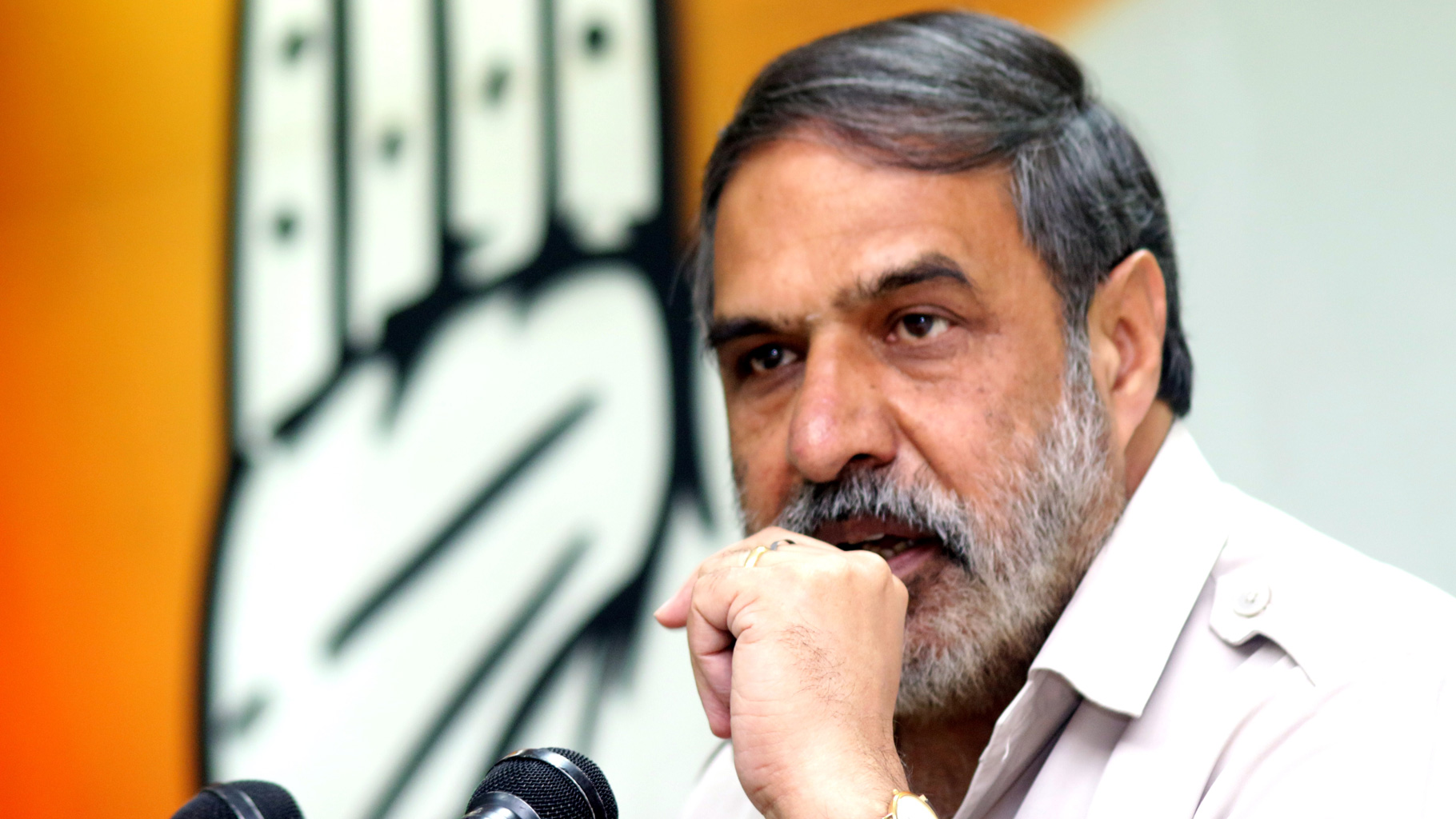 Narendra Modi should stop dramatising  poverty :  Congress leader Anand Sharma