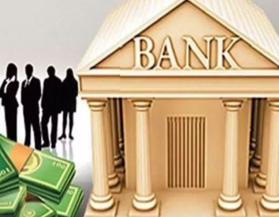 Banking sector faces crisis on macroeconomic front