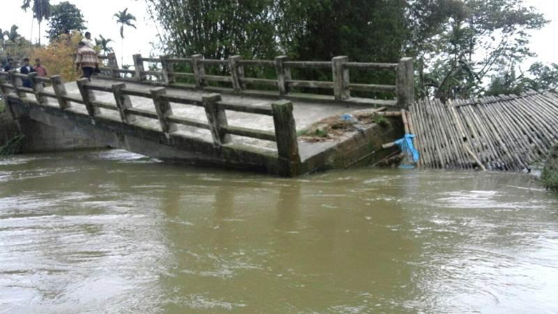 7 injured in  Manipur bridge collapse