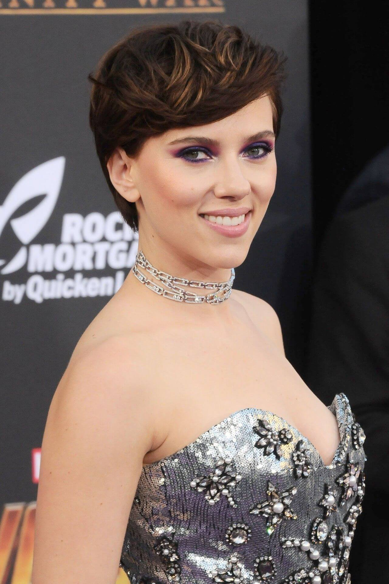 Scarlett Johansson Tops Forbes List of Highest Paid Female Actor in the World