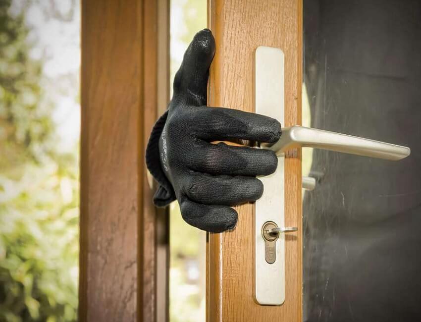 Two burglars arrested near Maligaon