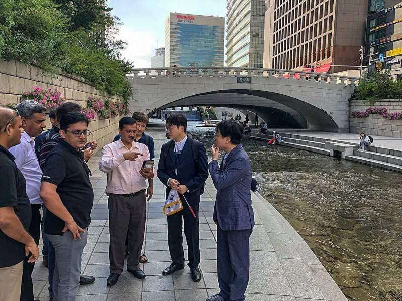 Delhi CM Arvind Kejriwal Signs MoU with Seoul on Environment, Transport