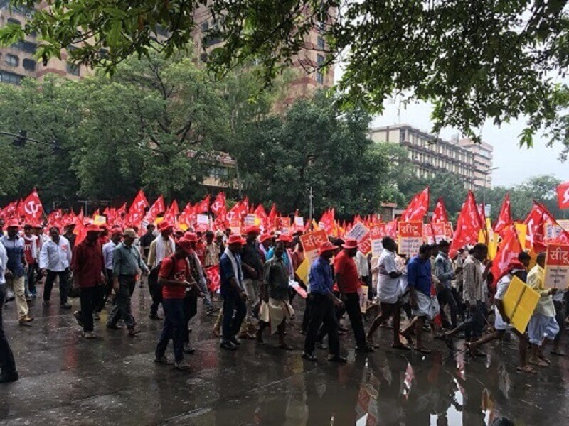Kisan-Mazdoor Rally in Delhi : Red flags cover road as Protesters march towards Parliament Street