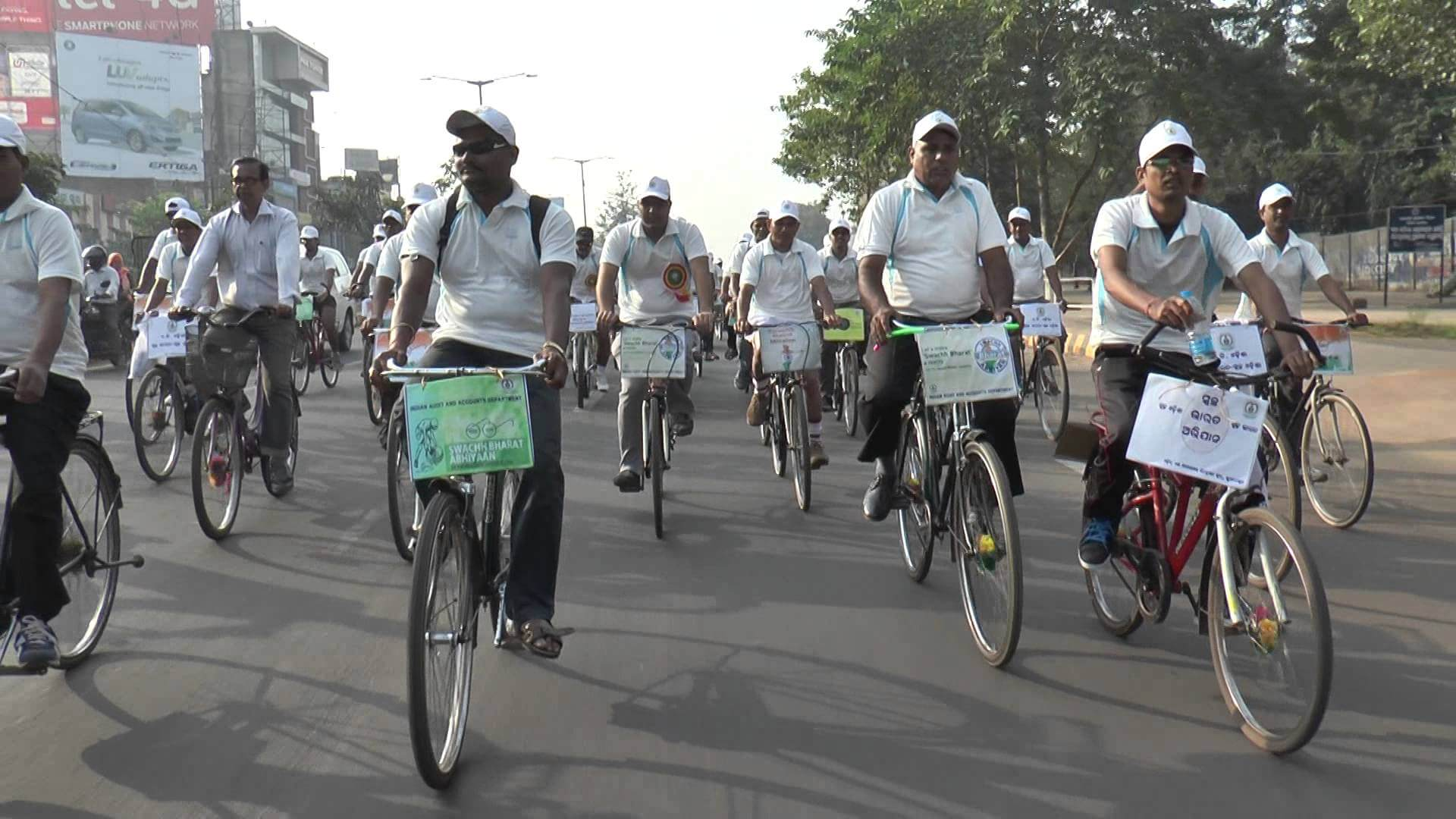 Baba Ramdev Devotees take out bicycle rally from Sarupathar
