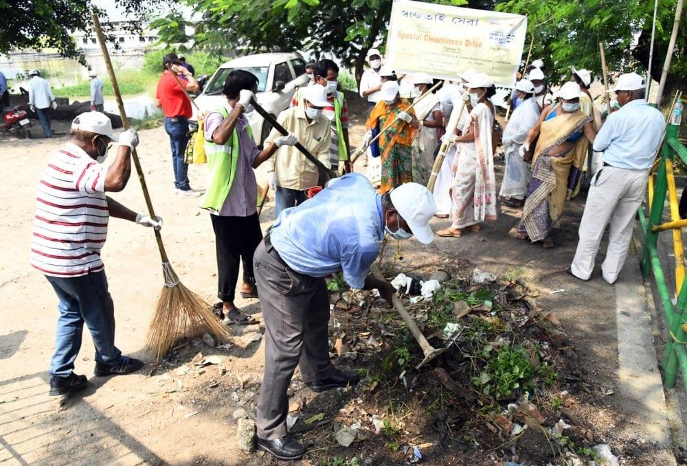 Over 200 Offer 'shramdaan' in Guwahati