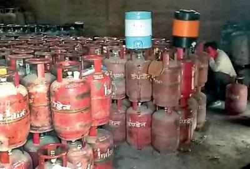 Gas Pilfering Racket Busted By Police in Gotri,16 Arrested