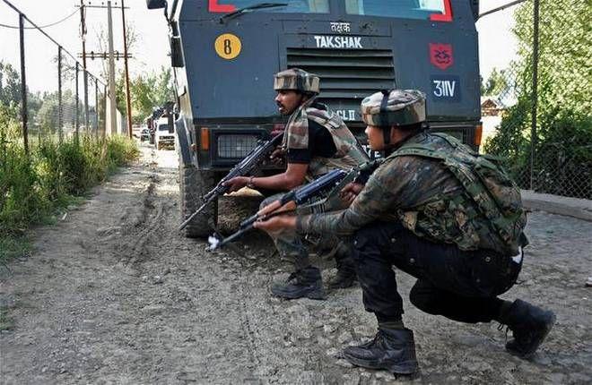 LeT Terror Operatives Attack Police Picket in J&K's Anantnag, One LeT Militant Shot Dead, Policeman Injured