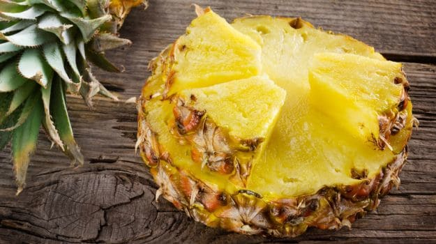 How to Peel, Cut And Buy A Pineapple? Quick & Easy Tips To Follow!