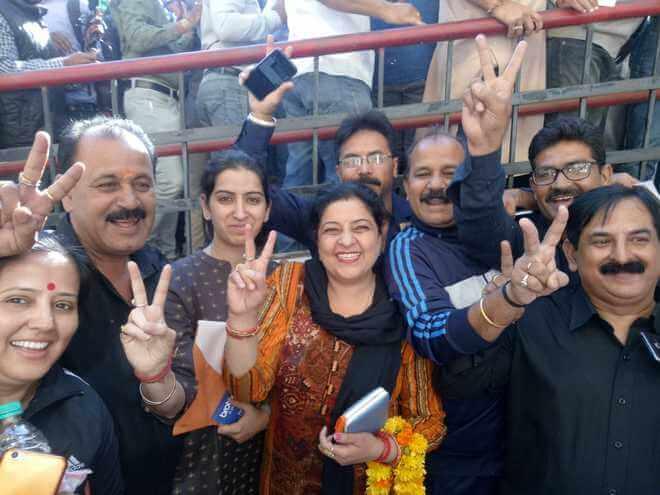 Kashmir : BJP front-runner in Jammu civic polls, Congress ahead in Valley