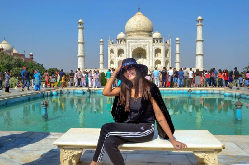 Sushmita Sen Poses With Boyfriend Rohmal Shawl At Taj Mahal