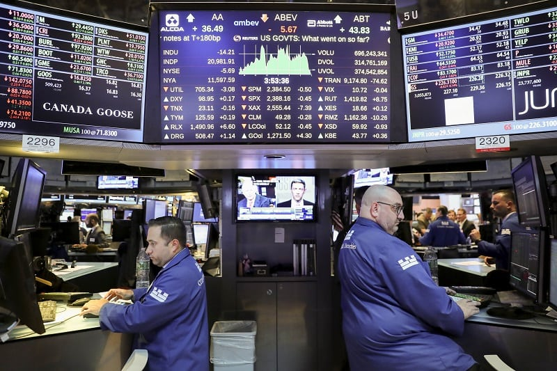 US Stocks End Mixed Amid Trade Deal, Data