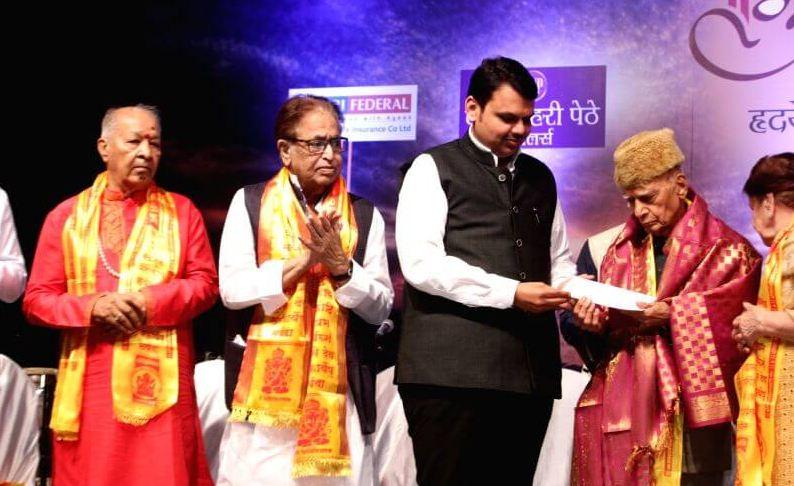 Khayyam conferred Hridaynath Award for Lifetime Achievement