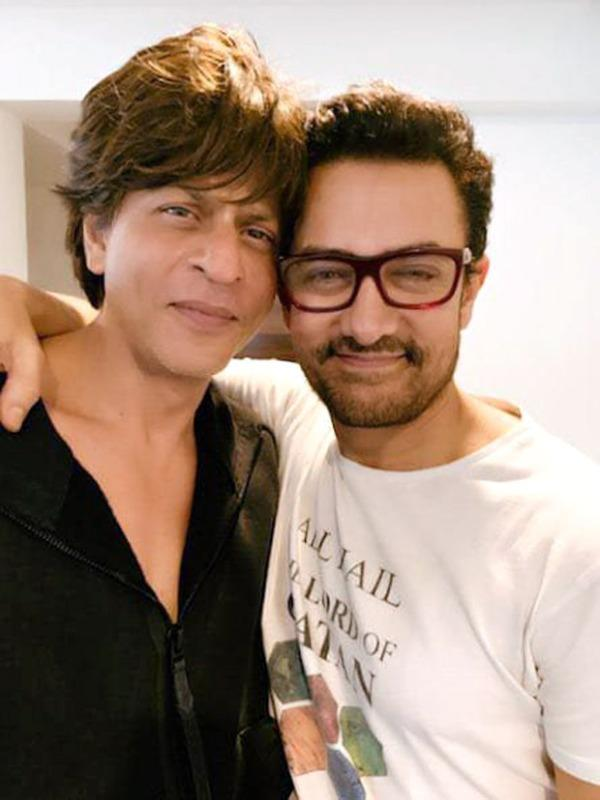This Picture of Shah Rukh Khan Hugging Aamir Khan is Worth going Viral