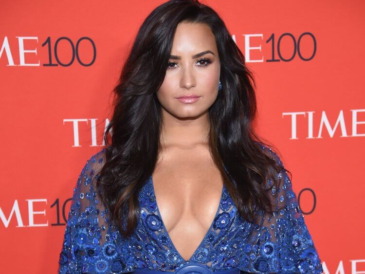 Demi Lovato Steps Out of Rehab, Looks Sober