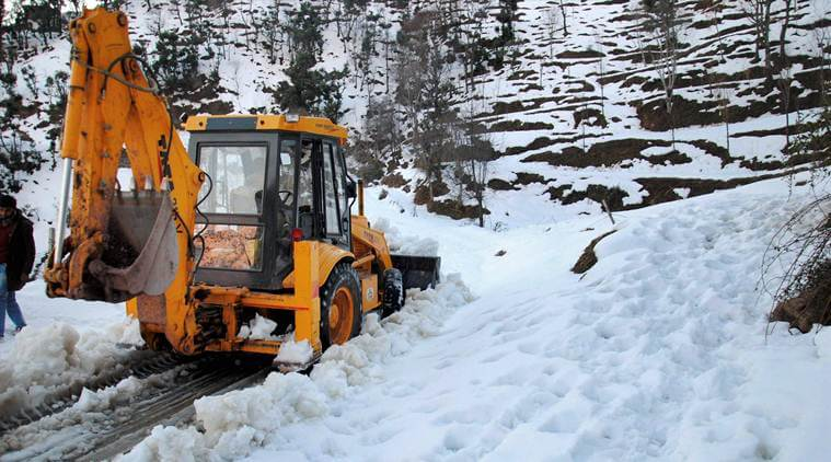 Jammu and Kashmir Witnesses Closure of Mughal Road due to Fresh Snowfall