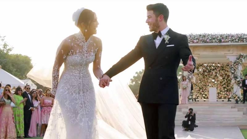 Priyanka Chopras Exceptionally Long Wedding Veil; Nick At Awe While Priyanka Feels Delighted