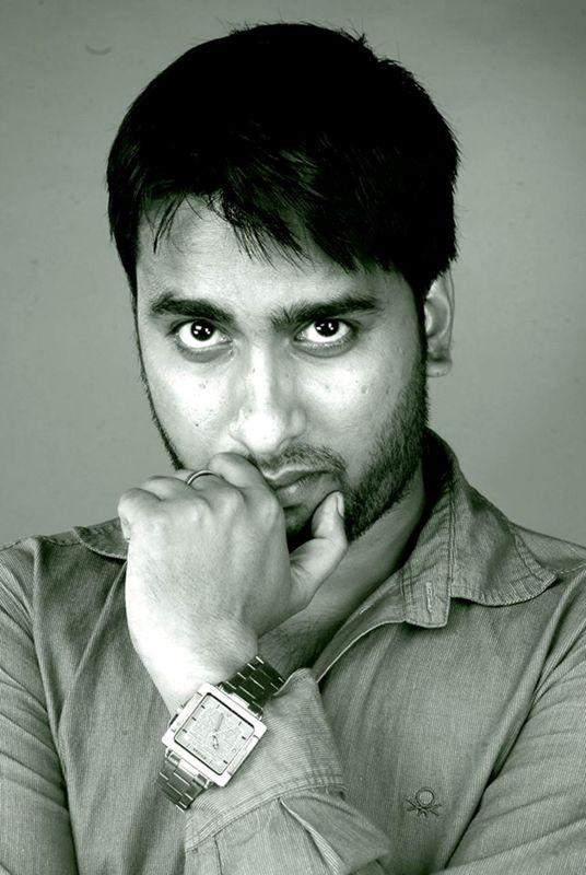Noted Scriptwriter-Lyricist Rajdweep Receives Award From Aamir Khan