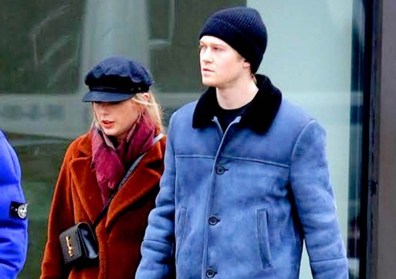 Taylor Swift And Joe Alwyn Cosy Up In New York