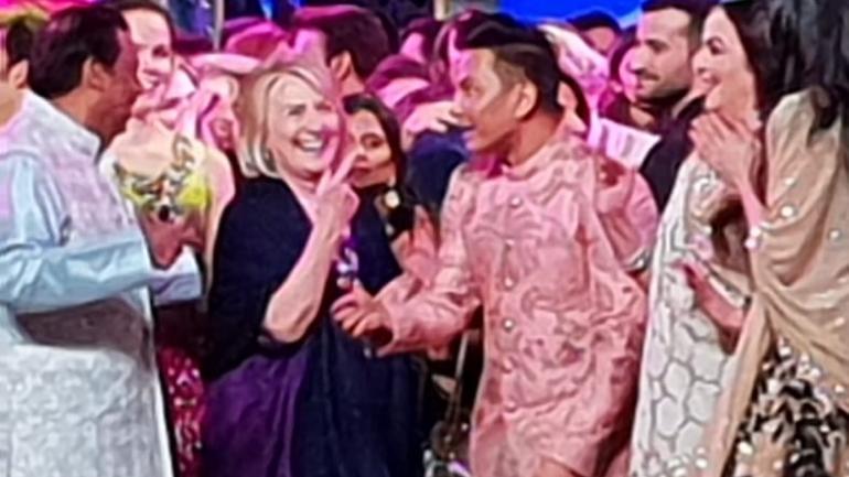 Hilary Clinton, John Kerry danced their heart out at Isha Ambani Sangeet