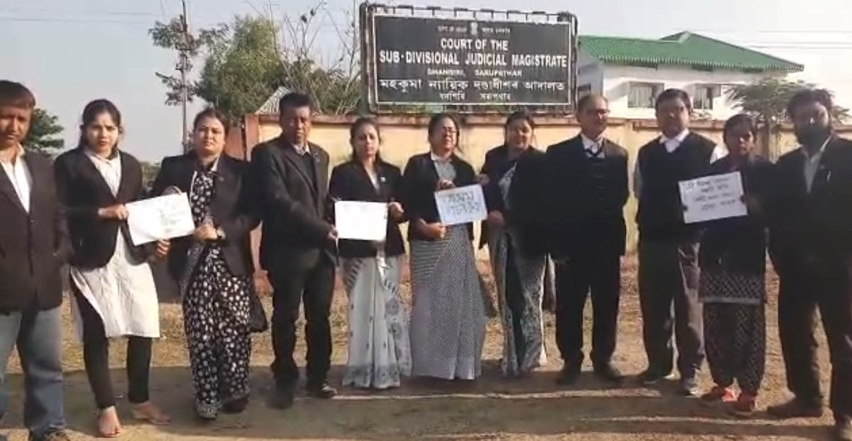 Bar Association of Advocates vehemently protest against Bill, submits Memorandum in Golaghat