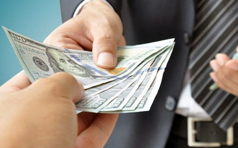 US Dollar Drops Amidst Bets On Rate Cuts, Geopolitical Tensions