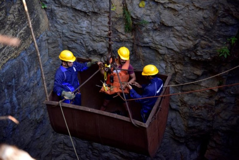 Search By Navy Divers Continues Inside The Rat-Hole Mining in Ksan, East Jaintia Hills