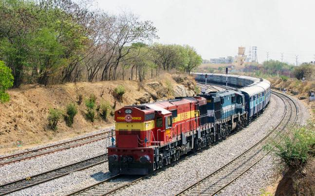 Youth dies while alighting from running train
