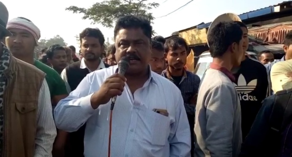 Pro talk ULFA leader Jiten Dutta take to streets to protest against Bill, Blocks NH 37 for hours
